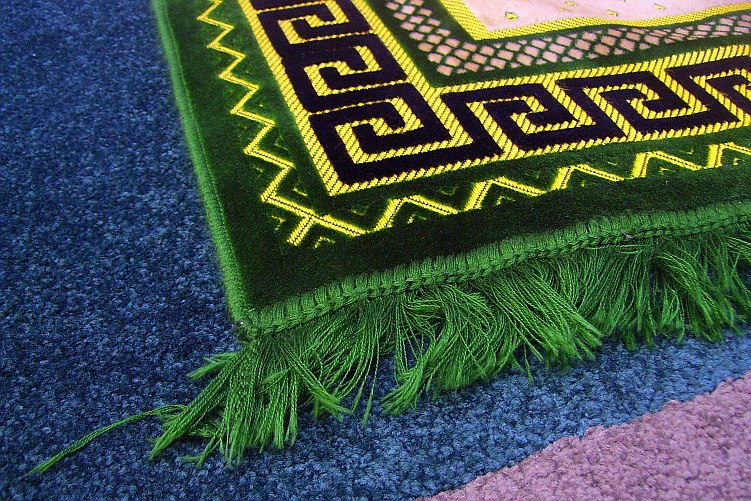 prayer-mat-corner-weave-showing-labyrinth-like-design-september-17-2009-after-fajr-prayer-at-dawah-centre-toronto