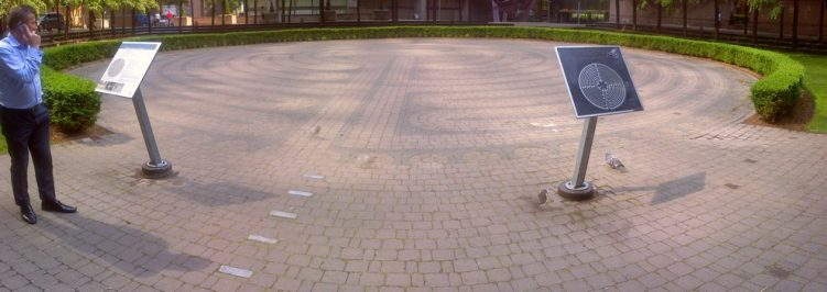 02 - PDA Pigeon Display of Affection - Toronto Public Labyrinth - Thursday May 26 2016